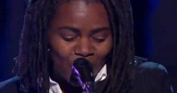 """Videos: Tracy Chapman singing """"Hound Dog"""" and """"Sweet Home Chicago"""""""